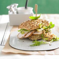 Chickenburger mit Apfel-Basilikum-Salsa Rezept - [LIVING AT HOME]