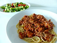 Ik merk dat heel veel mensen bij het maken van pasta uit gemak kiezen voor saus uit een potje of een pakje. Ik wil je vandaag laten zien dat het ook super simpel en super snel zonder kan! Pakjes of potjes sauzen bevatten veel onnodig vet, zout en andere toevoegingen. Ik maak daarom altijd mijn …