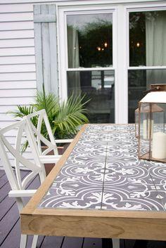 DIY Tile Tabletop - Seeking Lavendar Lane patio furniture table makeover old set Diy Outdoor Furniture, Table Furniture, Outdoor Decor, Furniture Projects, Furniture Layout, Furniture Design, Modern Furniture, Rustic Furniture, Diy Projects
