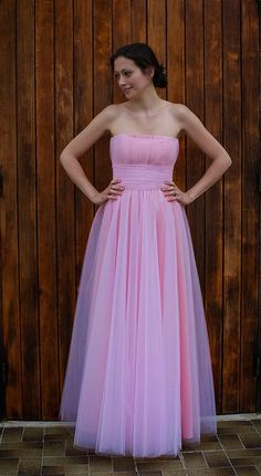 bridesmaid's pink sleeveless dress