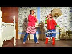 Las niñas cantando en su cuarto! Hermosas!