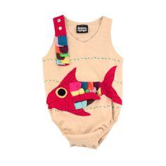 Vous allez adorer mettre à votre bébé son body poisson coloré. Qu'il soit fille ou garçon, Il fera sensation dans votre entourage ! http://www.zozosagogo.com/fr/body/48-body-poisson.html