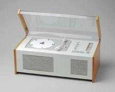 "Dieter Rams.  Ten Commandments of Design.  ""Good design helps us to understand a product""  (Grabador-reproductor SK4, de 1956)"