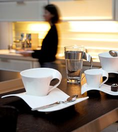 Ensemble de vaisselle New Wave par Villeroy & Boch - Assiette pte Party Plates, Dinner Plates, Café Design, Kitchenware, Tableware, Serveware, New Wave, Dinnerware Sets, Serving Dishes