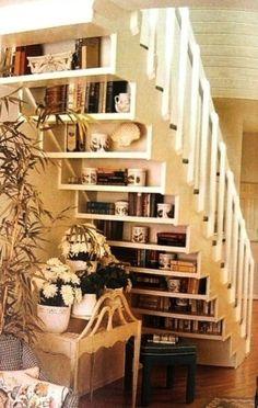 Er gaat niets boven een goed gevulde boekenkast met jouw favoriete boeken. Het is eyecatcher in jouw huis. FEM FEM deelt de mooiste boekenkasten.