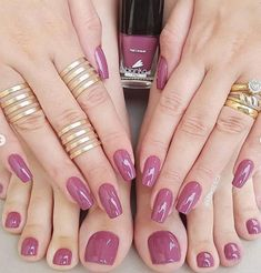Matching nails and toes. Get your mani pedi by making your hair salon appointment today through EEVOY. Manicure E Pedicure, Mani Pedi, Nude Nails, Glitter Nails, Nagellack Trends, Instagram Nails, Perfect Nails, Trendy Nails, Natural Nails