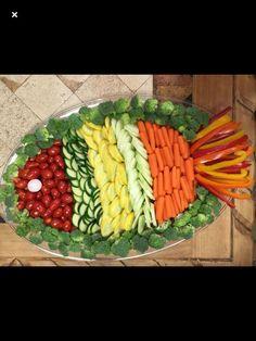 and vegetable carving veggie tray Veggie Platters, Veggie Tray, Food Platters, Vegetable Carving, Food Carving, Food Garnishes, Garnishing, Edible Arrangements, Food Displays