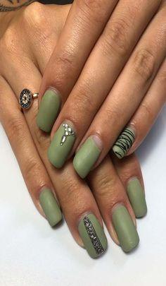 17 awesome green nail arts 2019 Latest Nail Designs, Latest Nail Art, Pretty Nail Designs, Green Nail Art, Green Nails, Easy Nail Art, Cool Nail Art, Paint Designs, Nail Arts