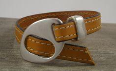 Bracelet cuir jaune, marron, fermoir et passant en zamac, bracelet homme ou femme : Bracelet par long-nathalie