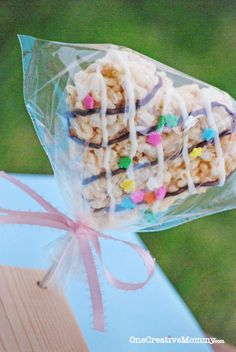 Frosted Rice Krispie Treats {Gluten Free Option} - onecreativemommy.com