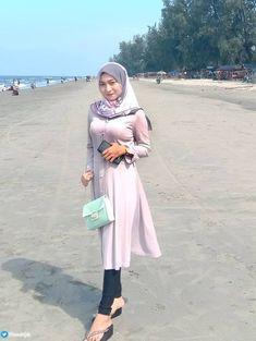 Arab Girls Hijab, Girl Hijab, Muslim Girls, Muslim Women, Modern Hijab Fashion, Muslim Fashion, Hijab Dress, Hijab Outfit, Myanmar Women