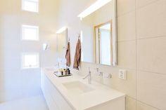 Valoisan kylpyhuoneen beiget laatat ABL-Laatat  #kylpyhuoen #beige #kerma #laatat #abl #abllaatat #laatat