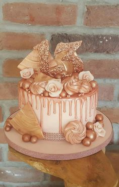 Rose gold drip cake, drip cake, rose gold cake ☺ Roségold-Tropfkuchen, Tropfkuchen, Roségold-K Birthday Drip Cake, 14th Birthday Cakes, Birthday Cake Roses, Sweet 16 Birthday Cake, Elegant Birthday Cakes, Birthday Cakes For Teens, Beautiful Birthday Cakes, Homemade Birthday Cakes, Birthday Cake Decorating