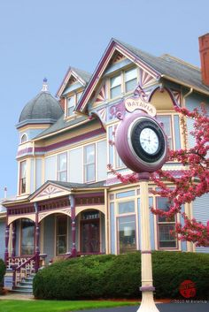 Gammon House, Batavia IL, our Victorian painted interior decorating before and after home design design designs Woman Painting, House Painting, Victorian Style Homes, Victorian Era, Victorian Decor, Victorian Architecture, Architecture Details, Victorian Buildings, Beautiful Buildings