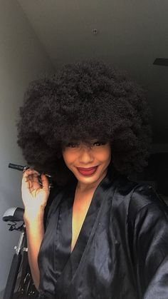 Big Afro hairstyles are basically the bigger and greater version of the Afro hairstyles. Afro which is sometimes shortened as 'FRO, is a hairstyle worn naturally outward by The African American black people. Black Natural Hair Care, 4c Natural Hair, Black Hair Care, Natural Hair Styles, Black Hair Hairstyles, Kid Hairstyles, Natural Afro Hairstyles, Pelo Afro, Trending Haircuts