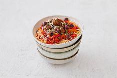 Kijk wat een lekker recept ik heb gevonden op Allerhande! Spaghetti met paprika en vegaballetjes