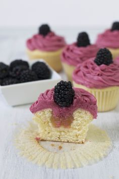 Lemon Blackberry Cupcake_2