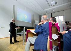 Feierliche Exmatrikulation der Akademie-Teilnehmer durch Prof. Saupe, Rektor der HfTL