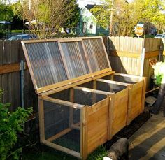 DIY 3-compartment compost bin