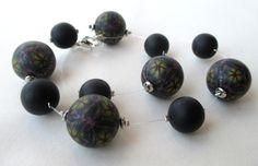Dunkle Kette mit großen Perlen von Kaleidoskopia auf DaWanda.com