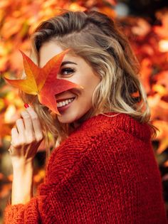 autumn photography The colors of the leaves may change, but your teeth dont have to! Keep your teeth white with Power Swabs. Portrait Photography Poses, Photography Poses Women, Autumn Photography, Creative Photography, Winter Family Photography, Leaf Photography, Grunge Photography, Urban Photography, Photography Business