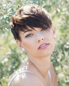Try our ideas of short pixie haircuts and hairstyles for bold personality nowadays. This beautiful short pixie haircuts can be worn by anyone to show off the best feathers of the personality. Best ever ideas pixie haircuts with short hair [Read the Rest] Pixie Cut With Long Bangs, Short Hair Cuts, Short Hair Styles, Short Hair Long Fringe, Pixie Cut With Bangs, New Short Hairstyles, Pixie Hairstyles, Straight Hairstyles, Cute Pixie Haircuts