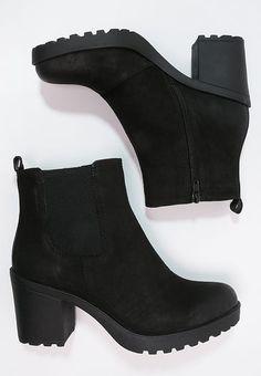 Shoes Vagabond GRACE - platform ankle boots - black S .- Schuhe Vagabond GRACE – Stiefeletten mit Plateau – schwarz Schwarz: € … – Beauty Tips & Tricks Shoes Vagabond GRACE – ankle boots with platform – black black: € … - Shoes 2018, Prom Shoes, Trendy Shoes, Cute Shoes, Zalando Shoes, Pink Adidas Shoes, Converse Shoes, Casual Boots, Comfy Casual