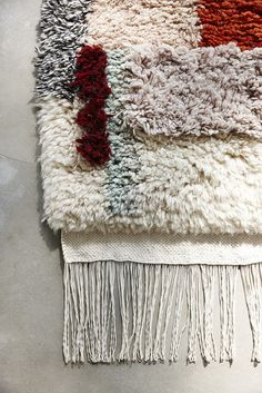 The Minimalist - YEAH / Hand knotted rug by Mae Engelgeer