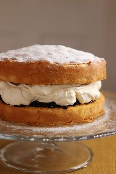 My never fail Victoria sponge - Recipes from a Normal Mum Victoria Sandwich Cake, Baking Recipes, Dessert Recipes, Victoria Sponge Cake, Best Victoria Sponge Recipe, Sponge Cake Recipes, Easy Sponge Cake Recipe, Savoury Cake, Let Them Eat Cake