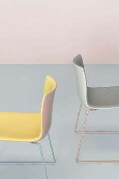 Originally designed in 2004 for contract and big space use, Catifa 46 retains the same slim profile, but, new for 2016, will be available in an updated range of a soft yet complex palette: rosé, petrol, yellow, ivory and smoke.  Any combination of these refreshed colors can be paired or contrasted with customizable seat pad, or interpreted as a monochrome statement. Selections can be further amplified or muted by fabric texture, shell finish and colored base options. #Arper
