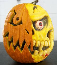 These unconventional pumpkin carving designs will ensure you have the spookiest Halloween ever. These unconventional pumpkin carving designs will ensure you have the spookiest Halloween ever. Unique Pumpkin Carving Ideas, Awesome Pumpkin Carvings, Scary Pumpkin Carving, Halloween Pumpkin Carving Stencils, Pumpkin Carving Contest, Pumpkin Carving Patterns, Dremel Pumpkin Carving, Pumpkin Painting, Humour Halloween