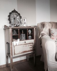 #brocante #old #mirror #house #home #littlecabinet #loveseat #stolp #karaf #pearls #shabbychic #interior #chair #style #brocantestyle #brocanteblogtop5 by bricenbracbrocante