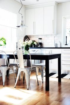 Black and white kitchen / tolix chairs
