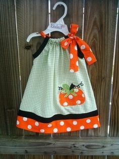 Gorgeous halloween Pumpkin Pillowcase Dress by Sewing Hacks, Sewing Crafts, Sewing Projects, Sewing For Kids, Baby Sewing, Little Girl Dresses, Little Girls, Girls Dresses, Toddler Outfits
