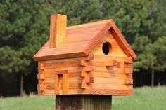 FREE bird house plans to make a LOG-CABIN shaped nesting box. COMPLETE instructions to create a wooden bird box for bluebirds, wrens . Wooden Bird Houses, Bird Houses Painted, Bird Houses Diy, Birdhouse Designs, Bird House Plans Free, Homemade Bird Houses, Cabin Style Homes, Woodworking Projects, Router Projects