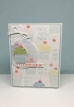 Lovely birthdaycard with cupcakes. (Eveline van ditjes en datjes)