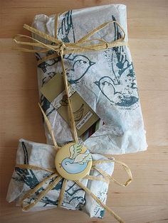 love the presumably hand stamped sparrow paper Paper Packaging, Pretty Packaging, Gift Packaging, Packaging Ideas, Present Wrapping, Gift Wrapping Paper, Wrapping Ideas, Stamp Printing, Brown Paper Packages