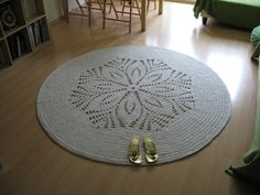 I crocheted this carpet using 1300 meters of cotton string, 5 mm thick. The crochet hook was 9 mm. The whole work took me about 10 hours.