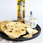 Pan plano con Condimento de orégano La Chinata - Plateselector Naan, Mashed Potatoes, Pancakes, Breakfast, Ethnic Recipes, Food, Buns, Water, Essen