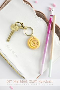DIY Marbled Clay Keychain, Delineate Your Dwelling marbles diy crafts Fun Diy Crafts, Upcycled Crafts, Diy Craft Projects, Crafts For Kids, Clay Keychain, Keychains, Diy Paper, Paper Crafts, Dollar Store Crafts
