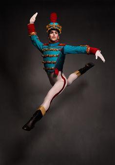 Les Grands Ballets | CASSE-NOISETTE / THE NUTCRACKER | Photo: Damian Siqueiros / zetaproduction.com | Danseur/Dancer: Stephen Satterfield / www.grandsballets.com