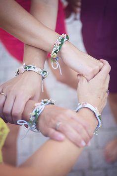 Nathalie Roux Photographe Mariage Bracelet fleurs - Yes I Do Mariage - Bridesmaid Bracelet, Wedding Bracelet, Wedding Flowers, Wedding Day, Wedding Dress, Photo Bouquet, Wedding Favor Bags, Jewelry Drawing, Team Bride