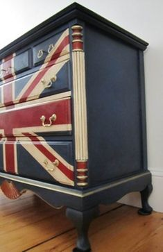 Stockist Nancy of Sea Rose Cottage turned an outdated dresser into a Union Jack treasure with Napoleonic Blue Chalk Paint decorative paint by Annie Sloan Hand Painted Furniture, Refurbished Furniture, Paint Furniture, Repurposed Furniture, Furniture Projects, Furniture Makeover, Vintage Furniture, Cool Furniture, Home Projects