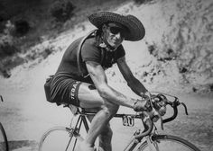 Ferdi Kübler se protégeant du soleil lors de l'étape ToulouseNîmes sur le Tour de France en France le 14 juillet 1949