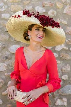 More women should wear hats. Fascinator Hats, Fascinators, Headpieces, Wedding Guest Style, Summer Hats For Women, Races Fashion, Fancy Hats, Estilo Fashion, Beanies