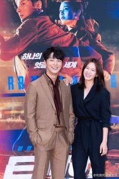 """Yoon Shi Yoon ....presentación y rueda de prensa del nuevo drama """"Train"""", que se estrena 11 de julio I Fall In Love, Falling In Love, Kyung Soo Jin, Kdrama, Yoon Shi Yoon, Bts Jin, Kyungsoo, Korean Drama, Writer"""