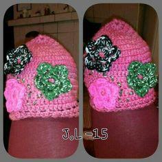 Crochet beanie. Crocheted flowers . Reflector flower / ribbon. Gift. Virkattu pipo. Virkatut kukat. Heijastin kukka/nauha. Lahja.