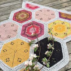 Spring Garden Hexie Blanket | In the Yarn Garden | Bloglovin'