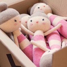 A new bunch of lauvely dolls is flying today to @themodernnursery! 👯 And don't worry, we will update our shop very soon too! Just in time for Christmas season! ✨🎁🎄Happy (and busy) week! ----------- Un montón de muñecas salen hoy para nuestro distribuidor @themodernnursery 👯Y no os preocupéis que también actualizaremos nuestra tienda muy pronto. ¡Justo a tiempo para Navidad! 🎁🎄✨ ¡Feliz semana, la nuestra viene a tope!