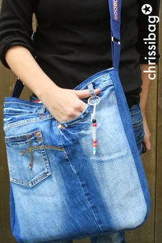 chrissibag: Jeanstasche - cool, groß, anders! Only Jeans, Love Jeans, Denim Bag, Denim Jeans, Homemade Bags, Jean Purses, Diy Purse, Purse Styles, Upcycle